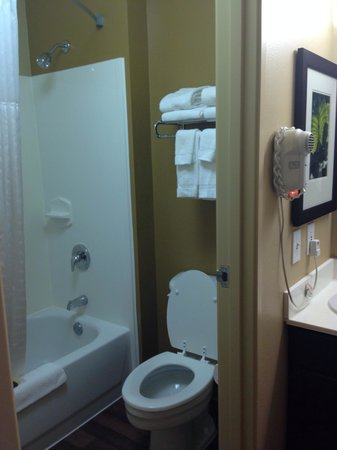 Extended Stay America - Columbus - Polaris: Bathroom.