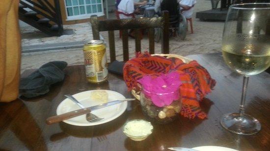 Soma Restaurante : Every table has a fresh centrepiece