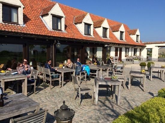 De Kruishoeve: sunny terrace