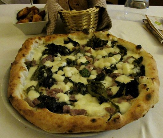 Oi Mari : My spectacular pie with buffalo mozzarella, spinach, and sausage.
