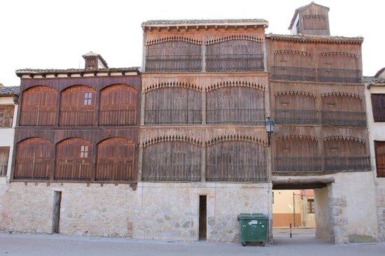 Plaza del Coso: Imagen de las bonitas balconadas.
