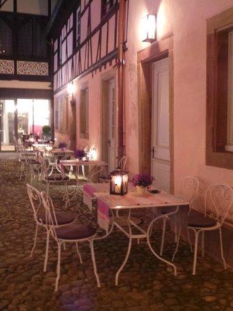 Hotel Cour du Corbeau Strasbourg - MGallery Collection: Jolie cour pleine de charme de jour comme de nuit