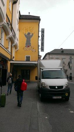Hotel Grauer Bär: Вход в отель
