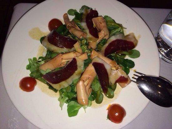 Casa Paca Restaurante: Ensalada de canónigos con jamón de pato y foie