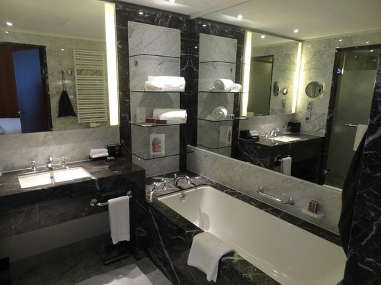 The Ritz-Carlton, Vienna: friendly bathroom