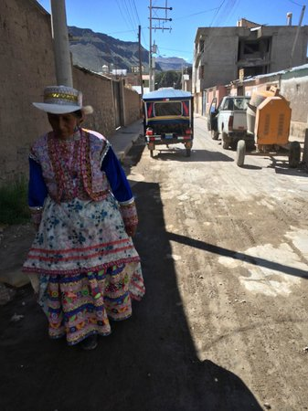 Plaza de Armas de Chivay: locale en costume traditionnel