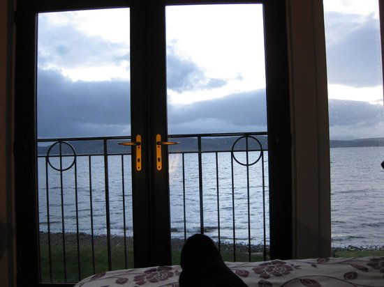 Beach Cottage B&B: Sea view from bed