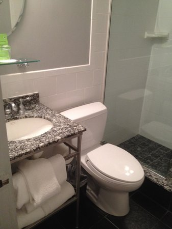 Kimpton Carlyle Hotel: Bathroom