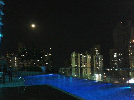 Hard Rock Hotel Panama Megapolis: Noche de piscina