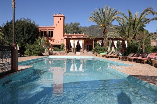 Domaine de la Roseraie: Terrace bar and pool