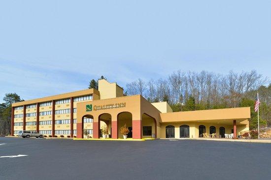 Quality Inn: Exterior Entrance