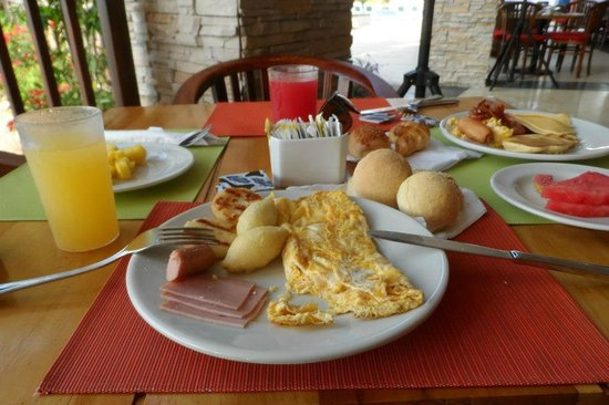 Decameron Barú: Desayuno buffet con carimañolas