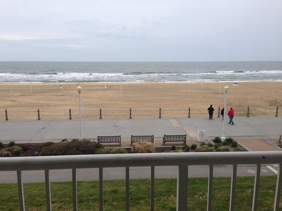 Hampton Inn Virginia Beach Oceanfront North : Balcony View