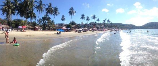 Hotel Decameron Los Cocos : Beach Club