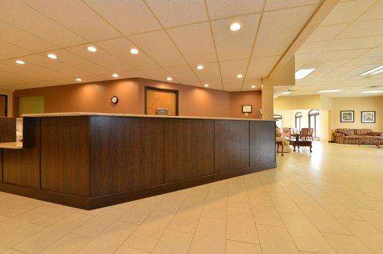 Quality Inn Sylva: Hotel Front Desk