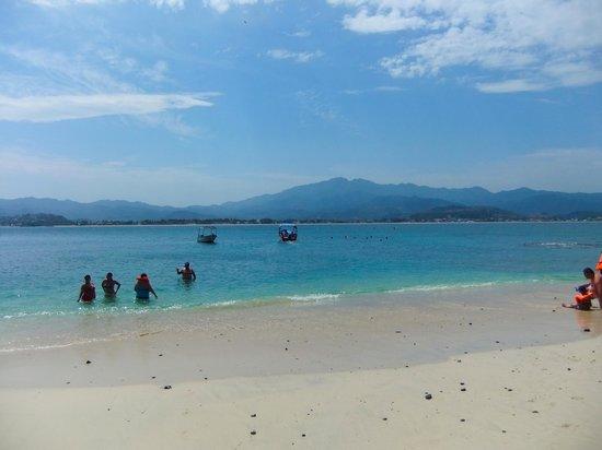 Hotel Decameron Los Cocos : Beach from Island off shore