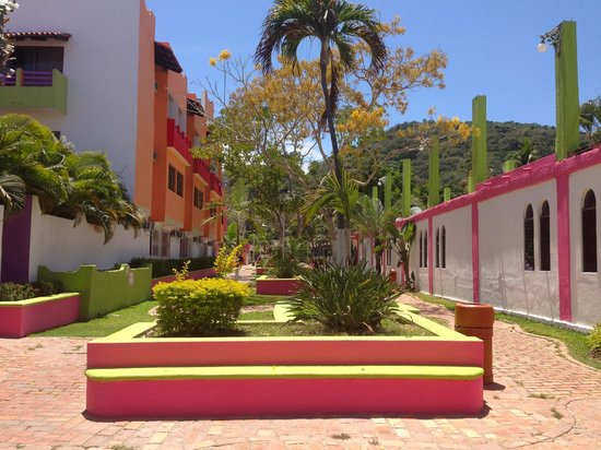 Decameron Los Cocos: Resort Court Yard