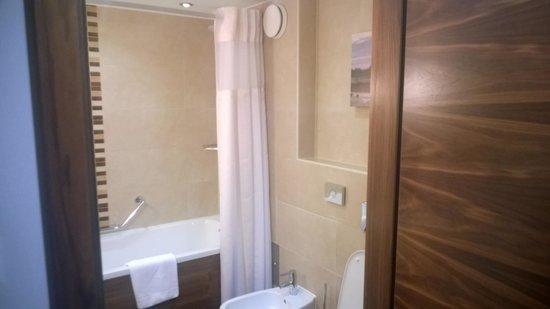Hilton Garden Inn Hotel Krakow: Bathroom