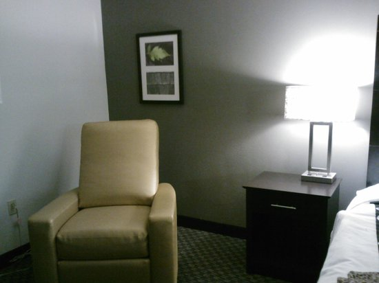 La Quinta Inn & Suites Cleveland Macedonia: room photo 1