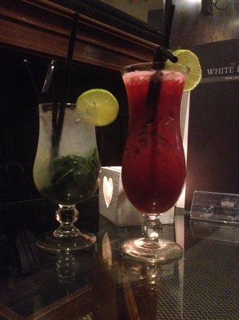 The White Hart: Mojito & Smirnoff Raspberry Collins