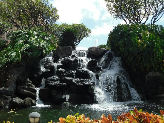 Ka'anapali Beach Club: Waterfall at the pool.