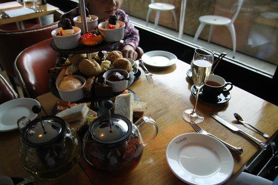 Tower Restaurant : Afternoon tea