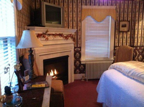 Riverside Inn Bed and Breakfast: Arethusa Falls Room