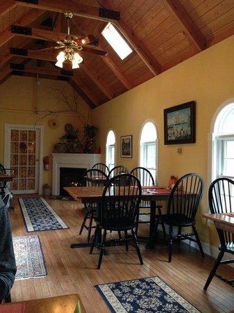 Riverside Inn Bed and Breakfast: Dinning Room