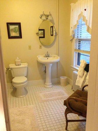 Riverside Inn Bed and Breakfast : Silver Cascade Bathroom