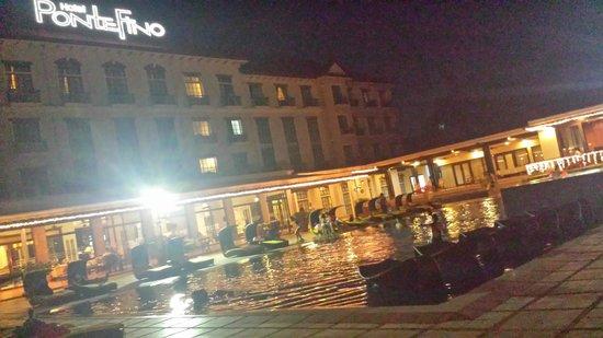 Pontefino Hotel & Residences: Pool area