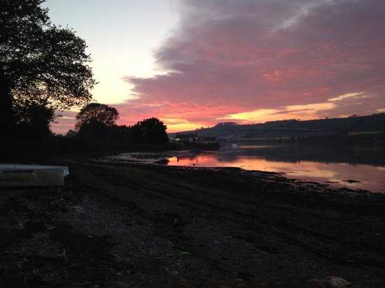 Combeinteignhead, UK: Sunset over Coombe Cellars