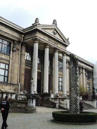 Museo de Arqueología de Estambul: MUSEE ARCHEOLOGIQUE FACADE