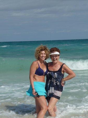 Royalton Hicacos Varadero Resort & Spa: ma mère et moi à la plage