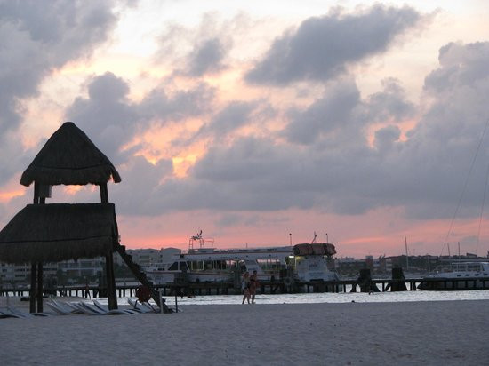 Casa Maya Cancun: sunset at the beach