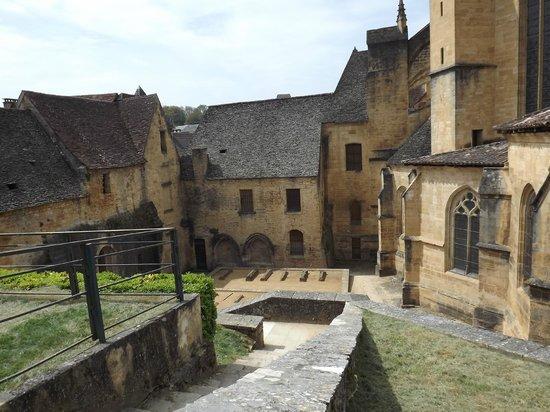 Cathédrale Saint-Sacerdos  : Cathédrale Saint-Sacerdos