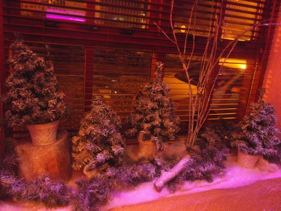 Old Barn Steakhouse: Some seasonal décor!