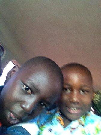 The David Livingstone Safari Lodge & Spa : my boys having fan