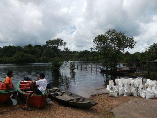 Tariri Amazon Lodge : nice people taking us to the lodge