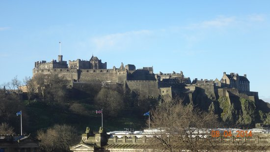 Mercure Edinburgh City - Princes Street Hotel: View from bedroom