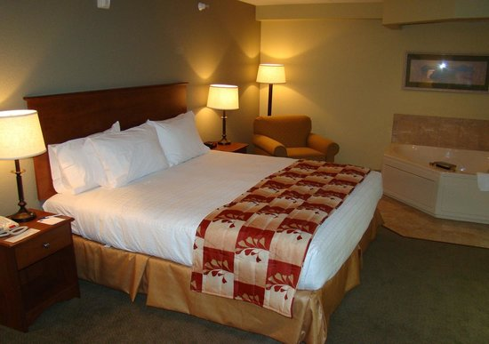 AmericInn Lodge & Suites Anamosa: Whirlpool suite