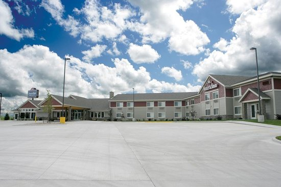 AmericInn Lodge & Suites Anamosa: Exterior with beautiful views
