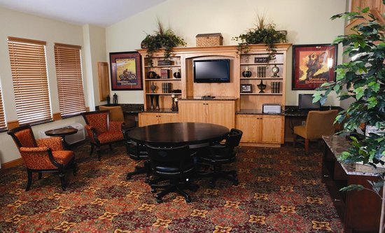 AmericInn Lodge & Suites Anamosa: Business area and game area