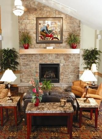 AmericInn Lodge & Suites Anamosa: Relaxing lobby