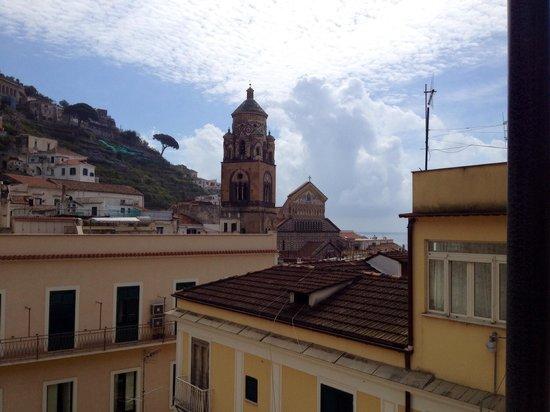 Hotel Amalfi: Vista dal terrazzo al 5 piano dove è servita la colazione.