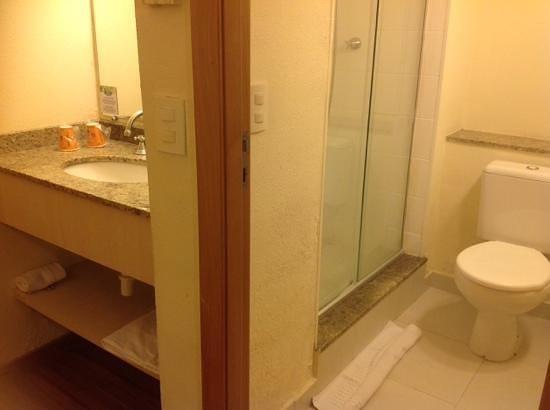 Hotel 10 Curitiba : Banheiro