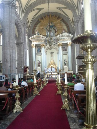 Metropolitan Cathedral (Catedral Metropolitana): Main Altar and aisle during Good Friday 2014