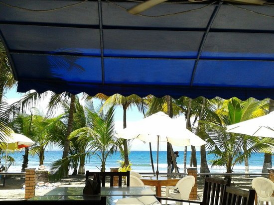 Cesar's Mariscos : Espectacular vista frente al mar.