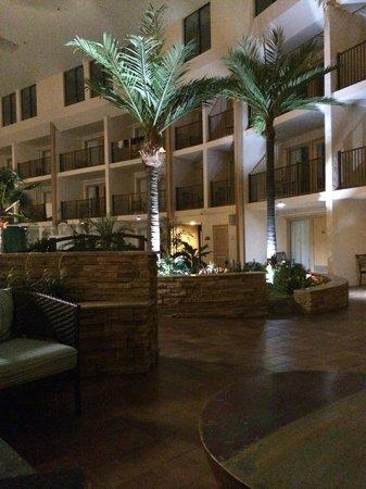 Quality Inn Oceanfront: Atrium