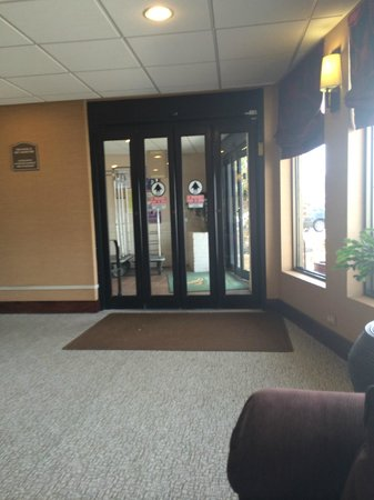 Quality Inn Oceanfront: Front Door