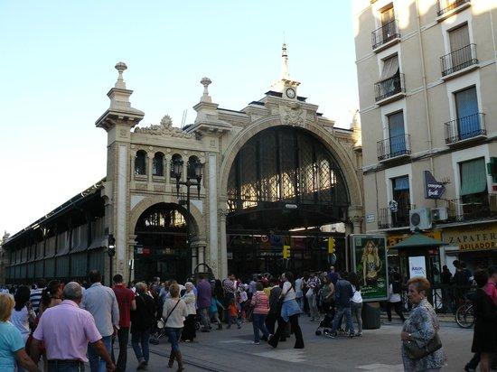Hotel Hispania: mercado, al lado del hotel